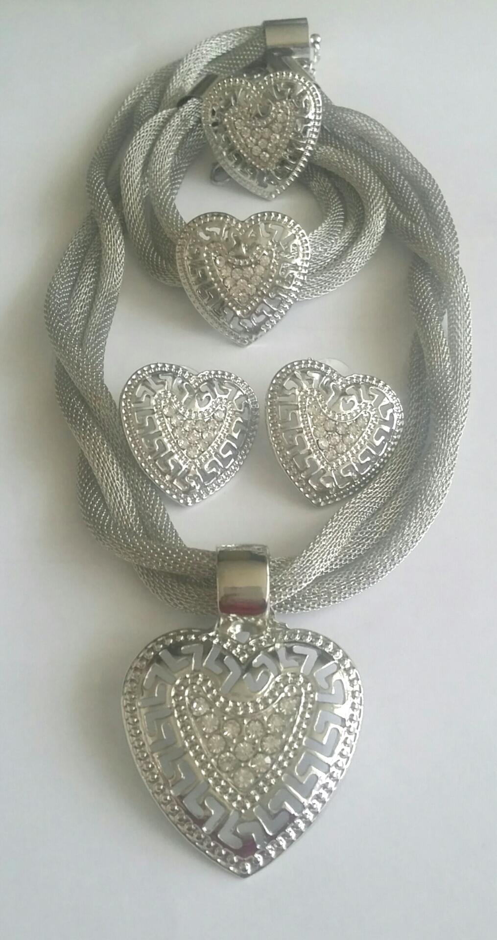 """Комплект от четири части """"Сребърно сърце"""""""