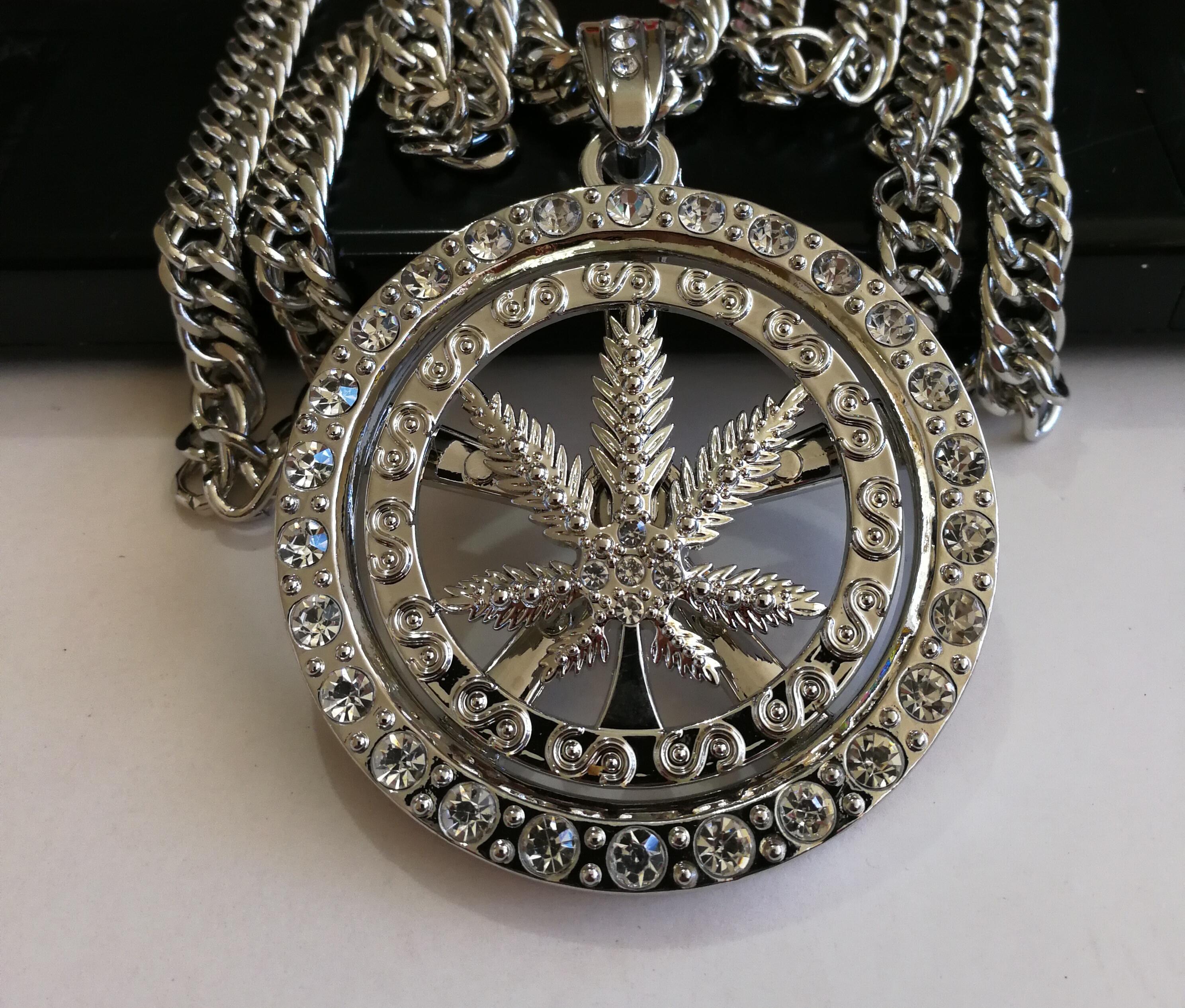 """Дълъг медальон """"Утопия"""" – 02"""