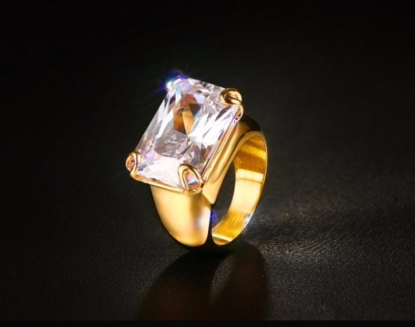 Дамски пръстен от стомана и голям бял кристал