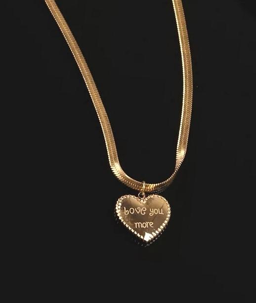 """Медальон от стомана """"Сърце на сърцето"""""""